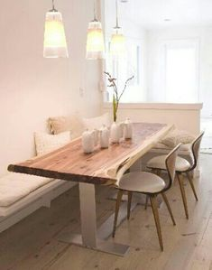 Best Small Dining Room Decoration Ideas 08 It is safe to say that you are searching for enhancing tips for your small dining room? A small dining room can look [Continue Read] Kitchen Banquette, Kitchen Seating, Banquette Seating, Kitchen Benches, Kitchen Wood, Corner Seating, Booth Seating, Corner Dining Table, Small Dining Room Tables