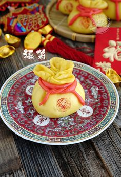 A taste of memories -- Echo's Kitchen: Chinese New Year Lucky Bag 【福袋】 Chinese New Year Desserts, Chinese New Year Cookies, Chinese New Year Party, Chinese Holidays, Steamed Cake, Steamed Buns, Chinese Cake, Chinese Food, Chinese Celebrations