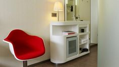 minibar - CitizenM London Bankside by Concrete Small Living Room Furniture, Small Living Rooms, Living Room Chairs, Rooms Furniture, Boutique Hotels London, London Hotels, Design Hotel, Citizenm London, Modern Dressing Table Designs