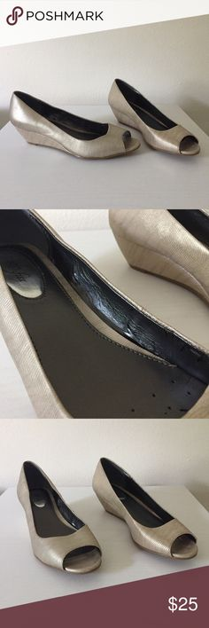 """Alfano Step N Flex """"Cammi"""" Wedges - Used in good condition; slight wear on the inner sides only - Metallic gold faux leather (slight texture for snake skin look) - Step n Flex style - Wedge heel height is 1.5"""" - Peep toe - Ships fast! 📬 - Bundle with 1+ other items from this closet for an additional 15% off ✨ Alfani Shoes Wedges"""