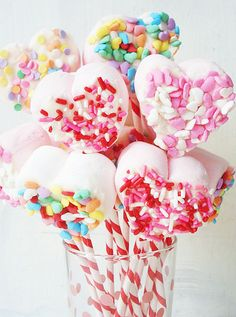 Link to make these easy valentines day marshmallow pops! from Jessica @ Such Pretty Things  http://suchprettythings.typepad.com/my_weblog/2013/02/valentine-marshmallow-pops.html