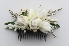 Brides native fresh flower hair comb. Blush bride blooms. By Naomi Rose Floral Design Jerome Cole Photography