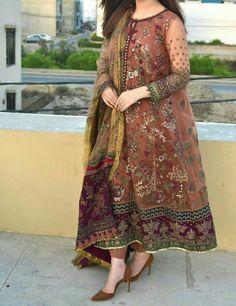 Pakistani Fashion Party Wear, Pakistani Wedding Outfits, Pakistani Dresses Casual, Pakistani Dress Design, Bridal Outfits, Dress Indian Style, Indian Fashion Dresses, Indian Designer Outfits, Asian Fashion