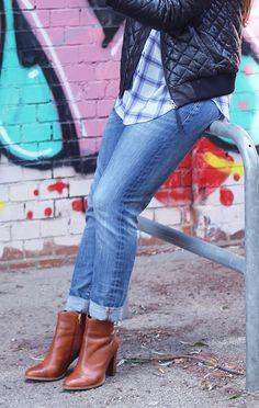 """Camillas Stylingtipp fürs legere Outfit im Kunst-Café: """"Ich geh ja vorzugsweise zum Zeitunglesen oder Arbeiten in die Kunstwerke und bin daher meistens auch entspannt angezogen."""" Mehr Infos auch in Camillas Blogbeitrag: http://www.thatssome.de/thats-so-us/camilla-goes-clarks/5669/"""