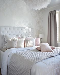 This bedroom is full of inspiration Teen Room Decor, Home Decor Bedroom, Bedroom Wall, Simple Bedroom Design, Stylish Bedroom, Luxury Decor, Guest Bedrooms, Fashion Room, Dream Rooms