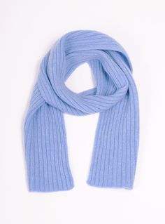 Our most popular scarf. This 100% Cashmere classic scarf looks and feels fantastic. Knitted in a thick ribbed construction, this timeless classic is a must have for any Winter wardrobe.