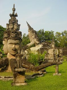 Xieng Khuan (Buddha Park). Kijk voor meer reisinspiratie op www.nativetravel.nl