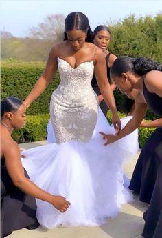 Green Bridesmaid Dresses, Modest Wedding Dresses, Wedding Looks, Bridal Looks, African Wedding Dress, Black Bride, Wedding Attire, Wedding Hijab, Lace Wedding