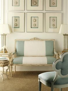 love the color blocking going on with the settee. great way to add a modern touch to a traditional piece!