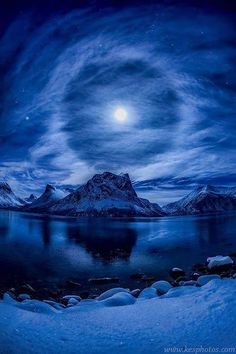 Beautiful Landscape photography : Lunar Halo Norway by Kenneth Skulbru on All Nature, Amazing Nature, Science Nature, Beautiful Moon, Beautiful World, Beautiful Places, Pretty Pictures, Cool Photos, Shoot The Moon