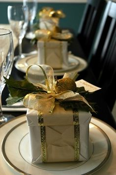 Merry Christmas Darling- Place card and take-home gift in one- #LadyLuxuryDesigns