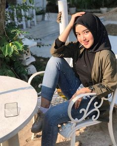 Image may contain: one or more people, people sitting, shoes and outdoor Stylish Hijab, Casual Hijab Outfit, Hijab Chic, Casual Outfits, Fashion Outfits, Beautiful Muslim Women, Beautiful Hijab, Ootd Poses, Hijab Fashion Summer