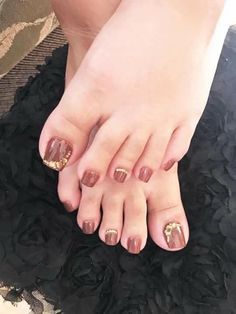 Toe nail arts seemingly good and cool. You can see how the toe nail are glittering. That's the good work of nail arts. Pretty Toe Nails, Cute Toe Nails, Pretty Toes, Pedicure Nail Art, Pedicure Designs, Toe Nail Designs, Toe Nail Color, Toe Nail Art, Glitter Toe Nails