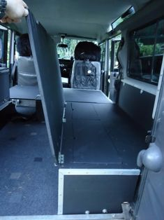 Land Rover Defender Camping, Land Rover Defender Interior, Defender Camper, Landrover Defender, Truck Bed Camping, Camping Set Up, Jeep Camping, Landrover Camper, Toyota Surf