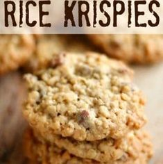 THESE ARE THE BEST Oatmeal Chocolate-Chip Rice Krispy Cookies - decadent and buttery soft on the inside crispy on the outside these are a homemade cookie lover s dream - Happy Hooligans Beaux Desserts, Köstliche Desserts, Delicious Desserts, Dessert Recipes, Dinner Recipes, Plated Desserts, Cupcake Recipes, Health Desserts, Lunch Recipes