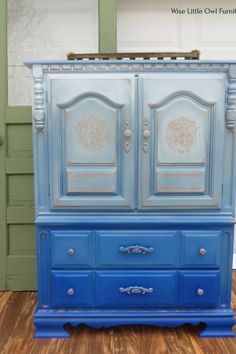 This wardrobe is painted with a handful of Dixie Belle products to create this bright boho look.  You can learn the techniques you need to create unique artist furniture finishes for your home! #paintedfurniture #dixiebellepaint #bestpaintonplanetearth Painted Wardrobe, Dixie Belle Paint, Little Owl, Boho Look, Blue Ombre, Painted Furniture, Armoire, Bright, Create