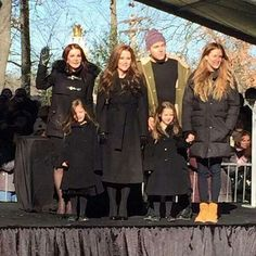 ♡♥Priscilla, Lisa Marie and Lisa Marie's children relax outside at Elvis Presley's birthday party celebration on Jan Lisa Marie Presley, Elvis Presley Priscilla, Elvis Presley Family, Elvis Presley Photos, Mississippi, Country Music Singers, Thats The Way, Graceland, Celebs