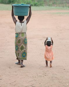 Mother and child carrying water in Malawi #water