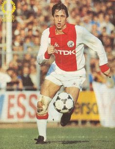 Johan Cruyff of Ajax Amsterdam in Football Icon, Best Football Players, Retro Football, Football Design, Football Photos, World Football, Vintage Football, Sport Football, Football Jerseys