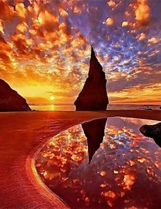 Sunrise on Wizard's Hat - Bandon, Oregon Coast Beautiful World, Beautiful Images, Landscape Photography, Nature Photography, Beautiful Sunrise, Nature Pictures, Amazing Nature, Belle Photo, Pretty Pictures