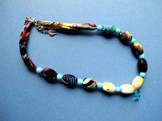 """Náhrdelník """"Jemný aksamit"""" Pestrobarevný náhrdelník z latky a velkých korálků z přívěskem. Délka = 55 + 3 cm"""