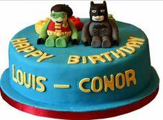Homemade Batman Cake Ideas That Look Great - Novelty Birthday Cakes Batman Cake Topper, Batman Cupcakes, Batman Birthday Cakes, Novelty Birthday Cakes, Boy Birthday, Cake Toppers, Cupcake Party, Party Cakes, Cupcake Cakes