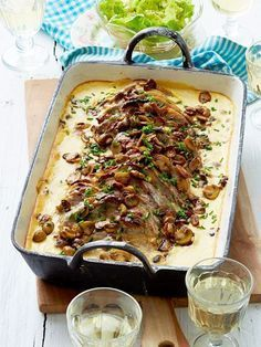 Roast camembert with mushrooms – Dinner Recipes Easy Casserole Recipes, Soup Recipes, Chicken Recipes, Dinner Recipes, Cooking Recipes, Mushroom Recipes, Soul Food, Food Inspiration, Food Porn