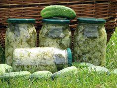 Sałatka z młodej kapusty, ogórków i cebuli - zdjęcie 3 Pickles, Cucumber, Mason Jars, Recipes, Food, Salads, Meal, Eten, Recipies