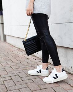 Who is Veja? If you are new to the brand, Veja, you're not alone. I learned about them late last summer. And to be fair, there are a lot of trends that come and go,. Veja Esplar, Veja V 10, Cute Casual Outfits, Simple Outfits, Sweatpants Chic, Spring Summer Fashion, Autumn Winter Fashion, Fall Fashion, Veja Sneakers