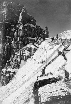 Shelters on Monte Cregnedul, Upper Isonzo Front. Vrh Krnega dola zaklonišče italijanske vojske. ITALIAN FIRST WORLD WAR OFFICIAL COLLECTION (Q 65056)