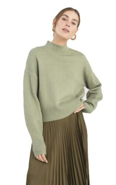 andotherstories sweater Green Turtleneck, Turtleneck Outfit, Green Sweater Outfit, Fall Capsule Wardrobe, Sweater Making, Pullover, Daily Look, Spring Colors, Color Trends