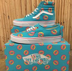 Discovered by Patty. Find images and videos about shoes, vans and sneakers on We Heart It - the app to get lost in what you love. Vans Sneakers, Tenis Vans, Skechers Sneakers, Sneakers Style, Shoes Style, Adidas Shoes, Vans Donuts, Sock Shoes, Shoe Boots