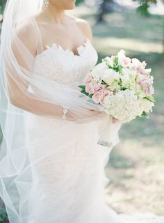 Classic pastel hued affair in Key West: http://www.stylemepretty.com/2014/07/03/classic-pastel-hued-affair-in-key-west/ | Photography: http://www.jessicalorren.com/