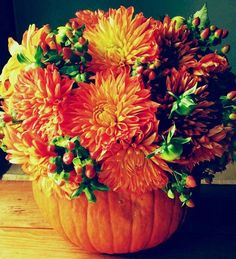 Love the pumpkin - 23 Vibrant Fall Wedding Centerpieces To Inspire Your Big Day