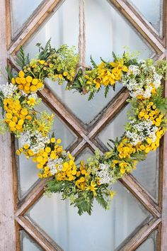 Heart wreath with flowers from the trench edge | VIBEKE DESIGN