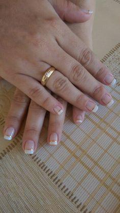 Priscilla usa *petala branca* da colorama e renda da risque com fitinhas douradas