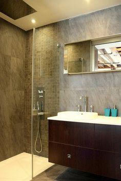 La #douche à l'italienne : guide pratique : Esthétique et très pratique, la douche à l'italienne revient en force dans les #salledebains. Mais ce choix est-il toujours le bon ? Voici tout ce qu'il faut savoir sur cette installation avant de suivre cette nouvelle tendance.