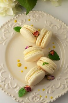 reteta de macarons frantuzesti Romanian Desserts, Romanian Food, Cake Recipes, Dessert Recipes, Just Cakes, Mini Desserts, Sweet Cakes, Ice Cream Recipes, Mini Cakes