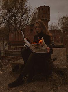 #огонь #идеидляфото #фото #фотосессия #фотошоп #инстаграм Photoshoot Concept, Photoshoot Themes, Photoshoot Inspiration, Fashion Photography Inspiration, Eerie Photography, Autumn Photography, Creative Photography, Portrait Photography, Creative Photoshoot Ideas
