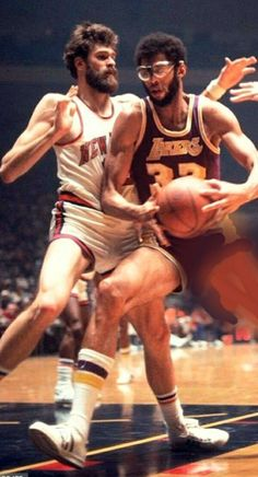 Basketball Legends, Football And Basketball, College Basketball, Nike Poster, Best Nba Players, Jordan Poster, Basketball Diaries, Phil Jackson, Kareem Abdul Jabbar