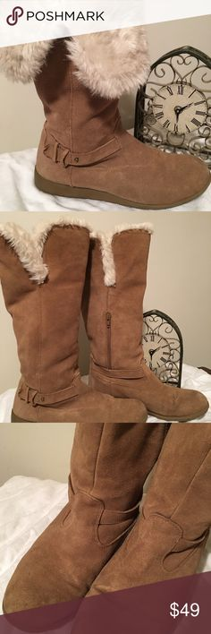 Lands' End Boots with Furry Lining Size 9 Lands' End Boots with Furry Lining Size 9, wear them tall or fold over into a shorter boot, so comfortable and warm. A tad bit scuffed/stained from a few wears but still in very good condition. Lands' End Shoes Winter & Rain Boots