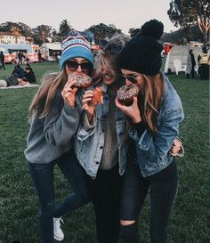 Besties🍩❣ discovered by anette. Bff Pics, Cute Friend Pictures, Friend Photos, Best Friend Fotos, Shotting Photo, Cute Friends, Friends Image, Friend Goals, Best Friends Forever