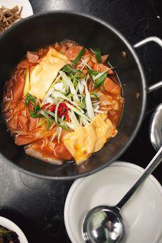 korean kimchi soup mmmm Great Recipes, Dinner Recipes, Favorite Recipes, Yummy Recipes, Dinner Ideas, Asian Recipes, Healthy Recipes, Healthy Dinners, Healthy Foods