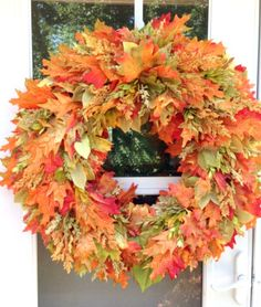 How to Make a Fall Leaf Wreath Tutorial. This season use real or faux leaves to brighten your home with natural colors and rustic appeal. Thank you Etsy Shop 'Juliela Planet' for letting us feature.