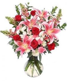 Shop flowers online and send smiles! Beautifully arranged flower bouquets always fresh & hand delivered on-time. Same-day flower delivery Fort Worth TX! Valentines Day Messages, Valentines Flowers, Valentine Crafts, Romantic Flowers, Amazing Flowers, Fresh Flowers, Order Flowers, Flowers Online, Send Roses