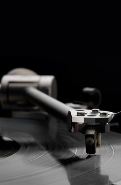 Kandid is our best moving coil cartridge yet, designed to extract as much musical detail from your vinyl records as possible.
