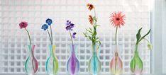 水を入れると鮮やかにふくらむビニールパックの花瓶です
