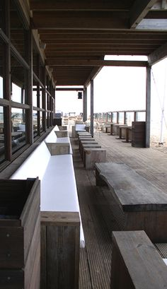 DESIGN BY ONTWERPSTUDIO 5 | Big tough coarse furniture, with immense size. | For STRANDTENT BLOOMINDALE