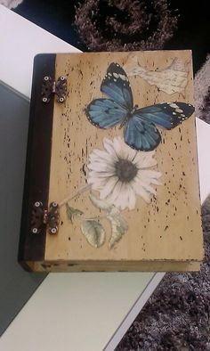 Ahşap kutu Book Crafts, Hobbies And Crafts, Diy And Crafts, Ceramic Boxes, Wooden Boxes, Mermaid Blanket Pattern, Safari Decorations, Wood Book, Altered Boxes