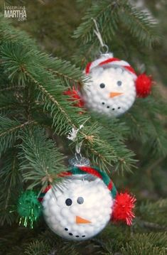 This DIY snowman ornament is so easy that even the kids can do it!You can find Snowman ornaments and more on our website.This DIY snowman ornament. Kids Christmas Ornaments, Christmas Crafts For Kids To Make, Snowman Ornaments, Xmas Crafts, Christmas Decorations To Make, Handmade Christmas, Kids Ornament, Snowman Wreath, Prim Christmas